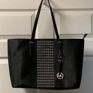 AUTHENTIC MICHAEL KORS BLACK TOTE W/GROMMET DETAIL